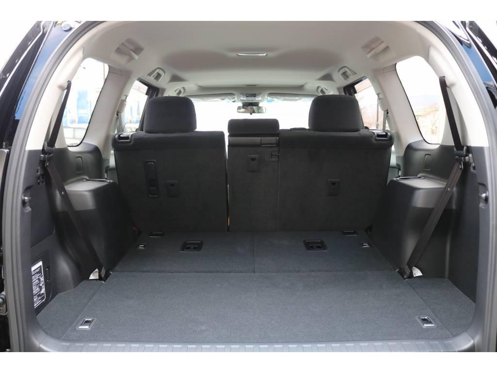 サードシートは折り畳み式ですので、ラゲッジスペースとしても広々ご利用いただけます! | トヨタ ランドクルーザープラド 2.8 TX ディーゼルターボ 4WD