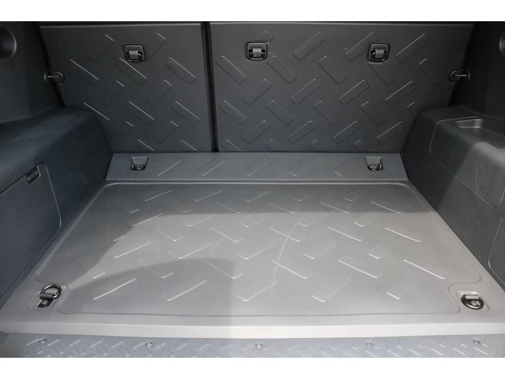 積荷も沢山詰め込めるラゲッジスペース! | トヨタ FJクルーザー 4.0 カラーパッケージ 4WD