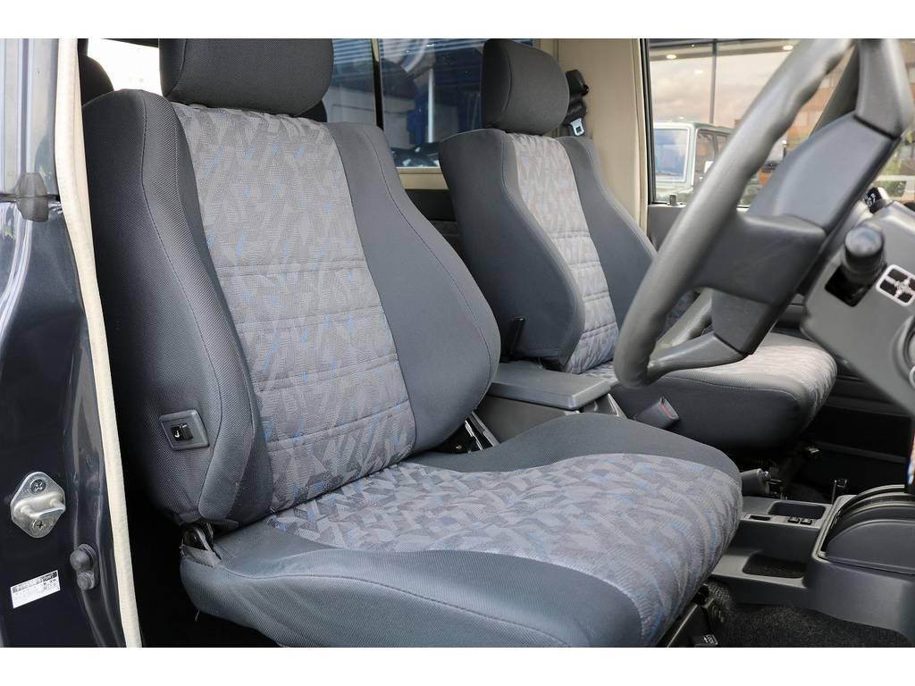 コンディション良好な運転席シート!   トヨタ ランドクルーザー70 4.2 ZX FRPトップ ディーゼル 4WD