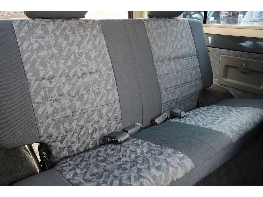 セカンドシートは前席側に折り畳みも可能です!   トヨタ ランドクルーザー70 4.2 ZX FRPトップ ディーゼル 4WD