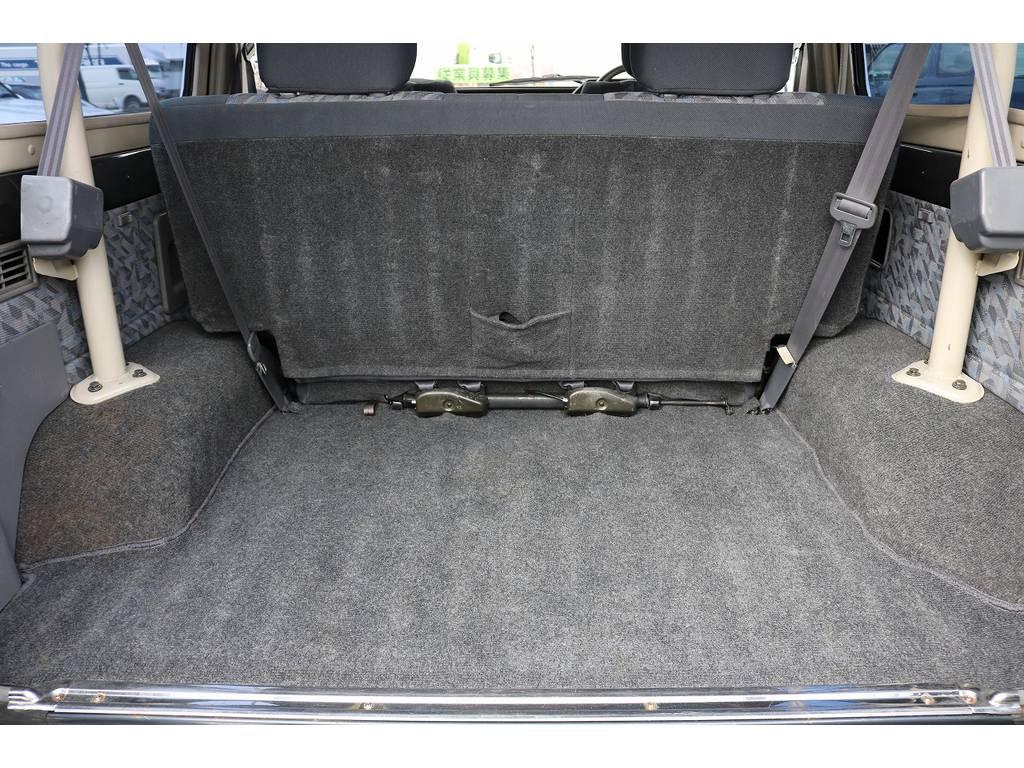 積荷も沢山詰め込めるラゲッジスペース!   トヨタ ランドクルーザー70 4.2 ZX FRPトップ ディーゼル 4WD