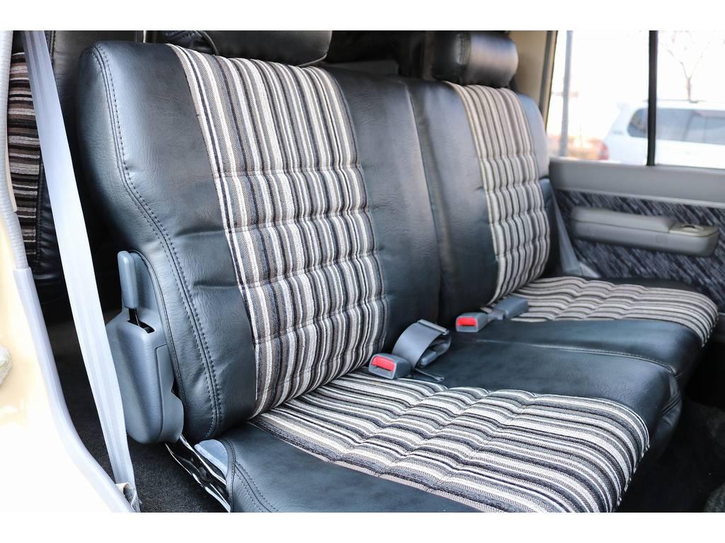 セカンドシートは前席側に折り畳みすることも可能です! | トヨタ ランドクルーザープラド 3.0 SXワイド ディーゼルターボ 4WD