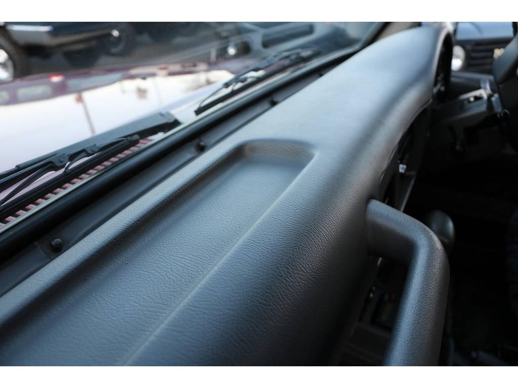切れや、割れがよく見受けられるダッシュ廻りコンディションも良好ですよ! | トヨタ ランドクルーザープラド 3.0 SXワイド ディーゼルターボ 4WD