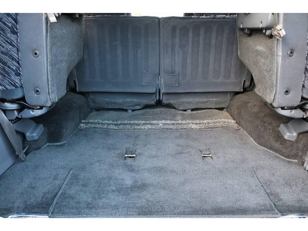 サードシートは跳ね上げ式ですので、ラゲッジスペースとしても広々ご利用いただけます! | トヨタ ランドクルーザープラド 3.0 SXワイド ディーゼルターボ 4WD