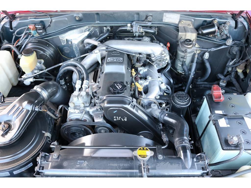 信頼性&耐久性に定評ある1KZエンジン! | トヨタ ランドクルーザープラド 3.0 SXワイド ディーゼルターボ 4WD