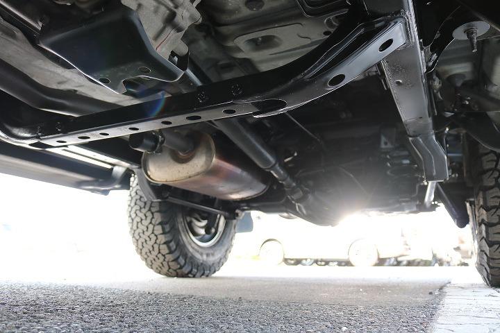 足回りにも大きな錆などは御座いません!追加で防錆塗装などの施工も承ります! | トヨタ ランドクルーザープラド 2.7 TX リミテッド 4WD