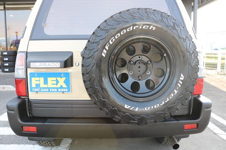 背面タイヤ付きで四駆感も損ないません! | トヨタ ランドクルーザープラド 2.7 TX リミテッド 4WD