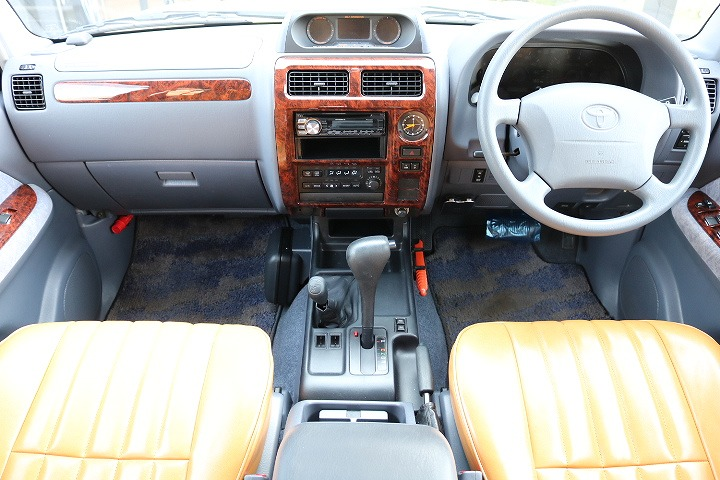 オリジナルシートカバー全席装備済み! | トヨタ ランドクルーザープラド 2.7 TX リミテッド 4WD