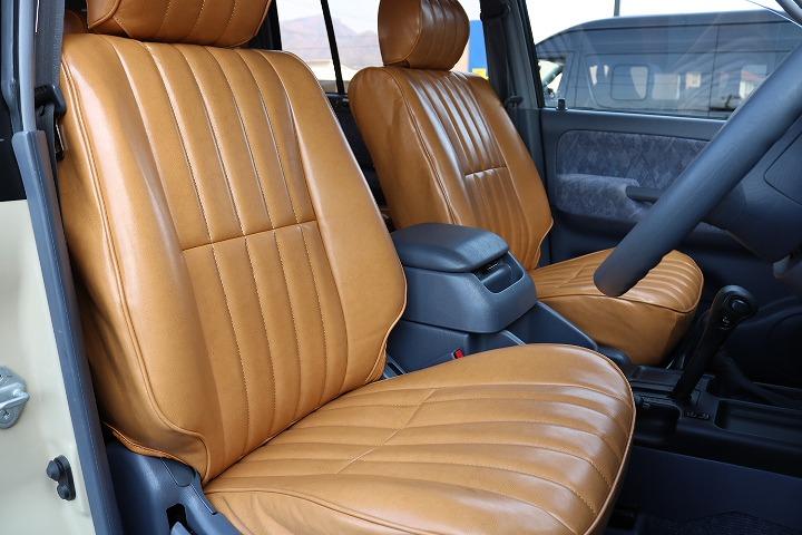 外装に合わせて内装も茶系シートカバーでおしゃれに決まってます! | トヨタ ランドクルーザープラド 2.7 TX リミテッド 4WD