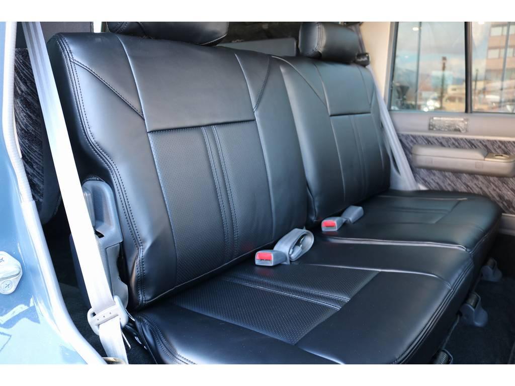 セカンドシートはスライドに加え、前席側に折り畳みも可能となります!