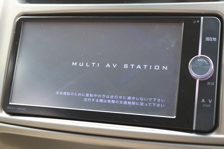 ディーラーオプションのSDナビTV装備済みです!