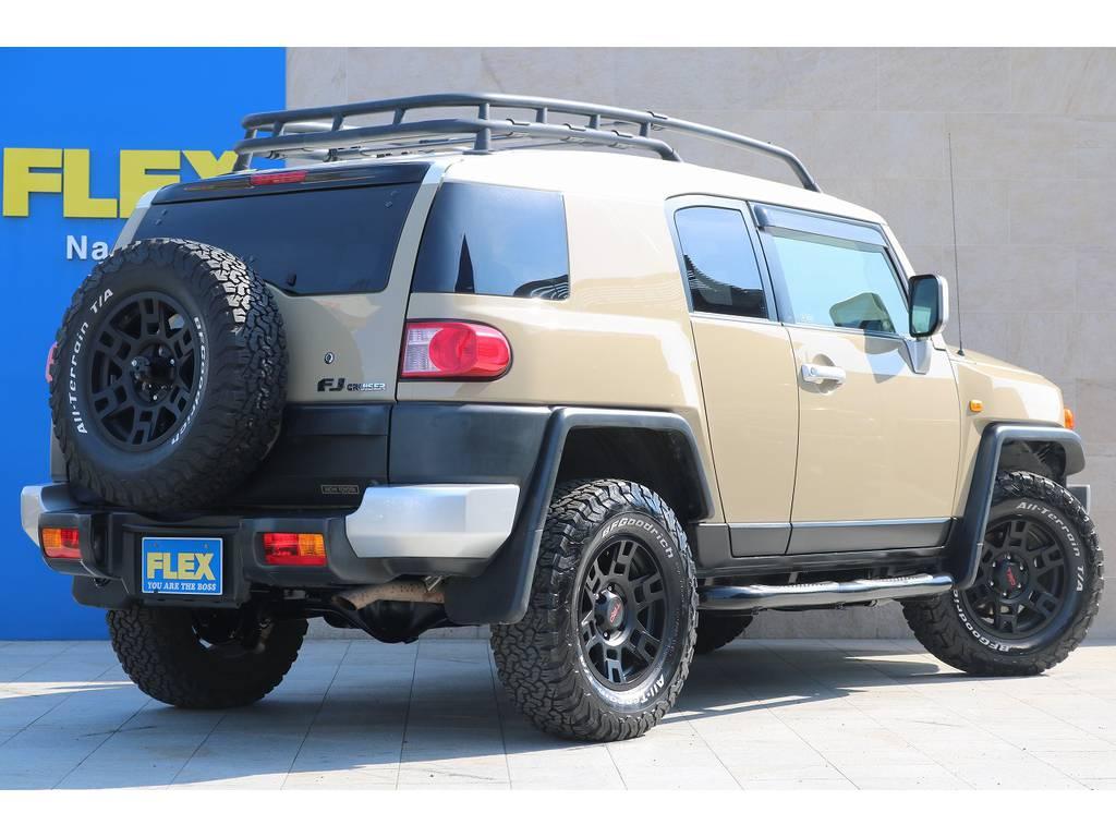 人気カラーのベージュボディ♪ | トヨタ FJクルーザー 4.0 オフロードパッケージ 4WD