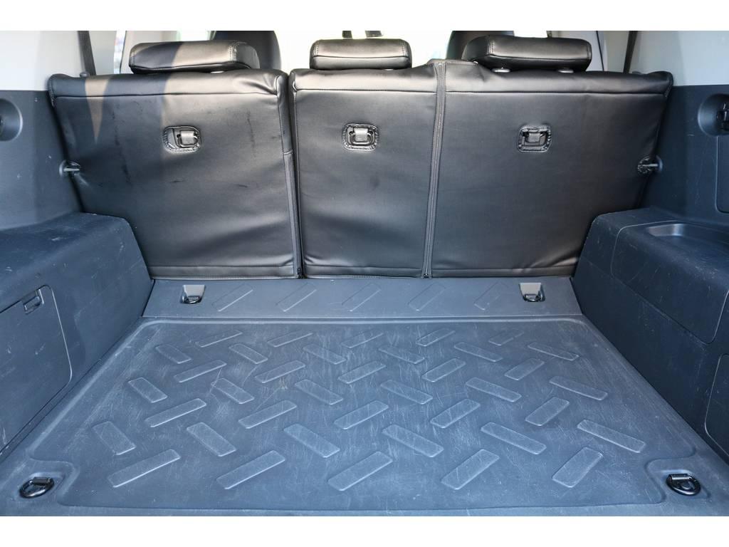積荷も沢山詰め込めるラゲッジスペース! | トヨタ FJクルーザー 4.0 オフロードパッケージ 4WD