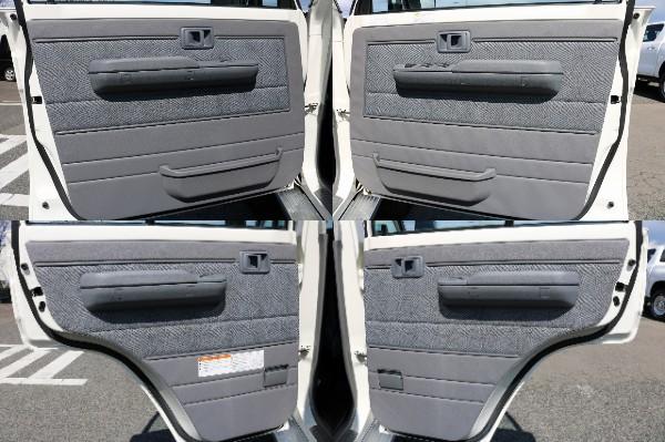 各部内張りも綺麗な状態を保っております! | トヨタ ランドクルーザー70ピックアップ 4.0 4WD