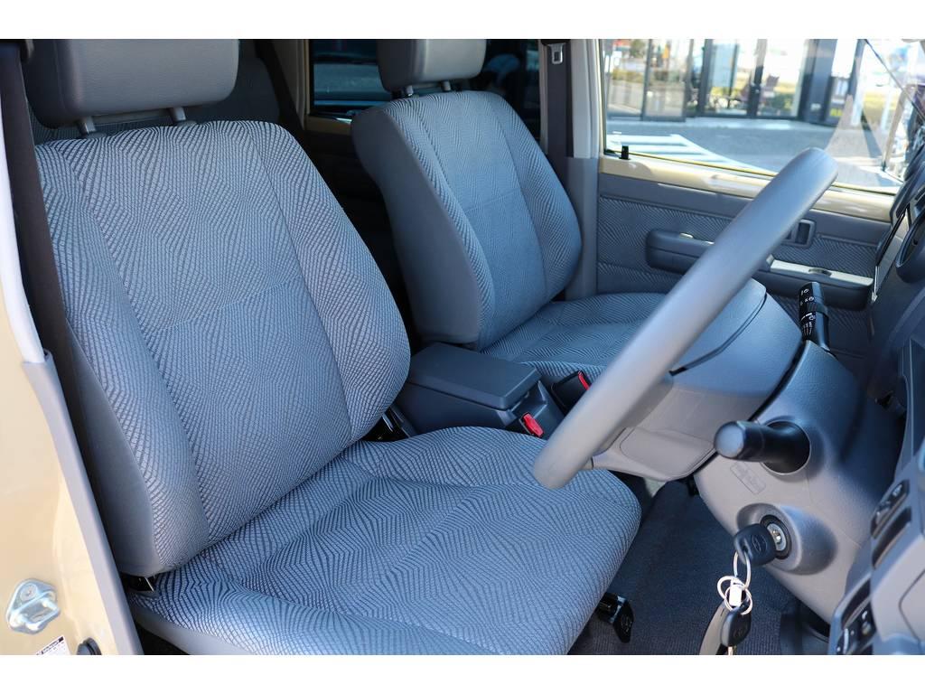 シートカバーも多種取り扱いございますのでご相談ください! | トヨタ ランドクルーザー70 4.0 4WD 30thアニバーサリー