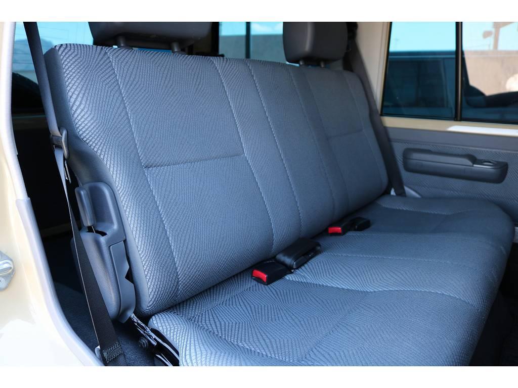 セカンドシート! | トヨタ ランドクルーザー70 4.0 4WD 30thアニバーサリー