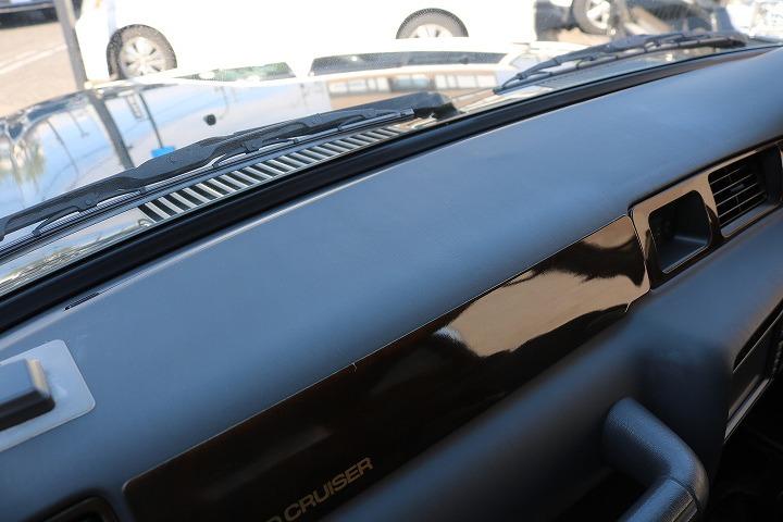 割れが生じやすいダッシュ廻りも良好な状態を保っております!   トヨタ ランドクルーザー80 4.2 VXリミテッド ディーゼルターボ 4WD