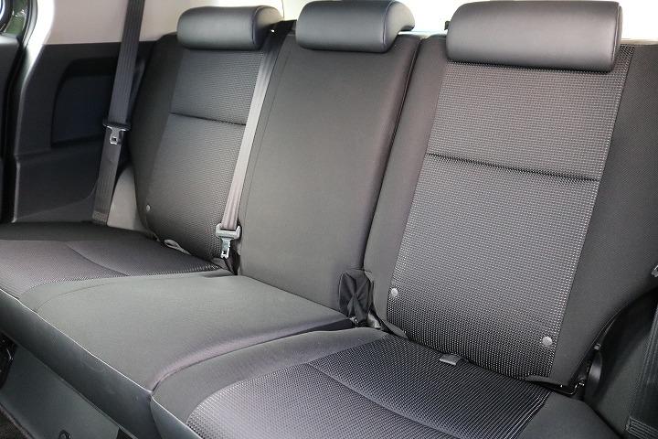 前席に折り畳み可能なセカンドシート!