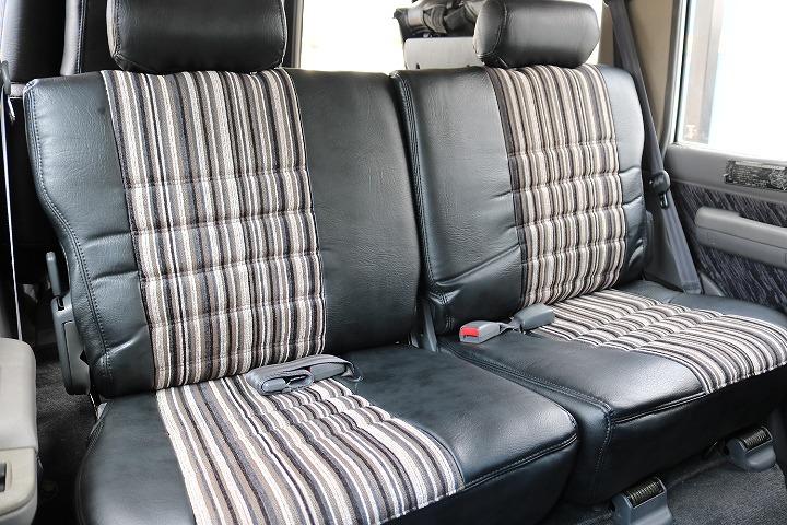 セカンドシートは前席側に折り畳みも可能です!