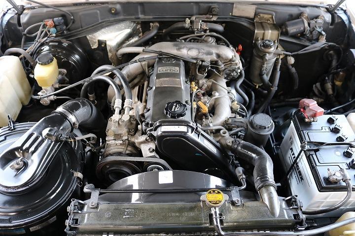 1KZエンジン!エンジンルーム内コンディションも良好です!