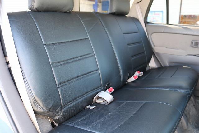 セカンドシートは前席側への折り畳みも可能です!