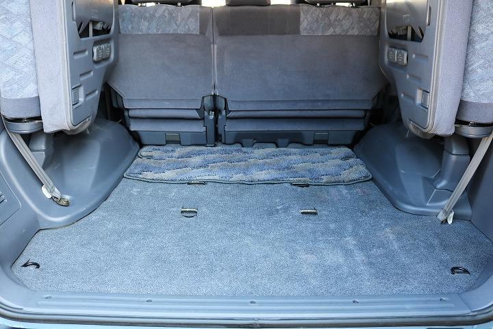 サードシートを跳ね上げればラゲッジスペースとしても広々ご利用いただけます!