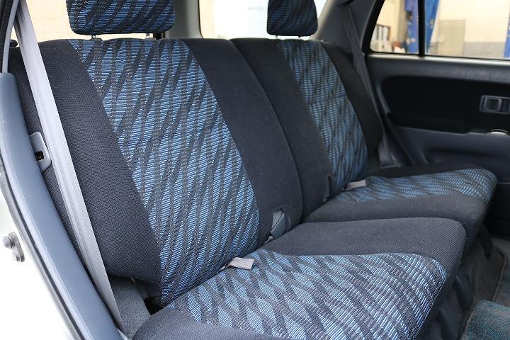 セカンドシートは前席側に折り畳み可能となっております!