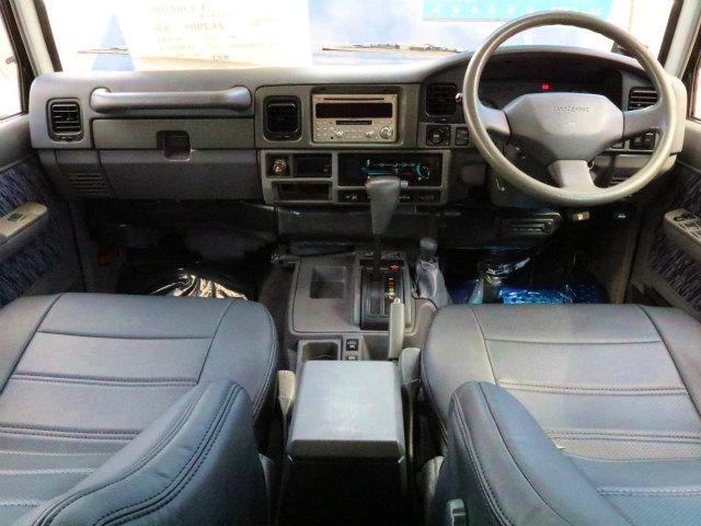 内装はグレーの内装を基調としております! | トヨタ ランドクルーザープラド 3.0 SXワイド ディーゼルターボ 4WD ブラックコンプリート