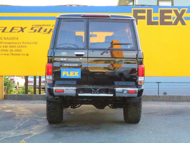 セカンドシートは女性の方でも簡単に跳ね上げられます。 | トヨタ ランドクルーザープラド 3.0 SXワイド ディーゼルターボ 4WD ブラックコンプリート