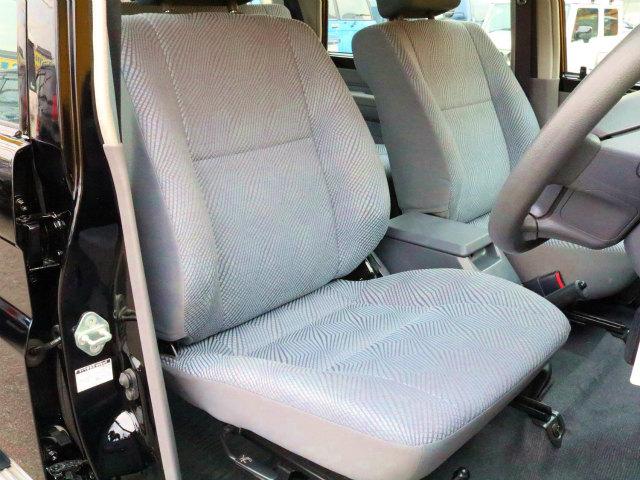 シートも綺麗な状態を保っております☆当店では、全車ルームクリーニングをしておりますので室内も綺麗な状態です☆   トヨタ ランドクルーザー70 4.0 4WD 再販モデル NEWペイント202ブラック