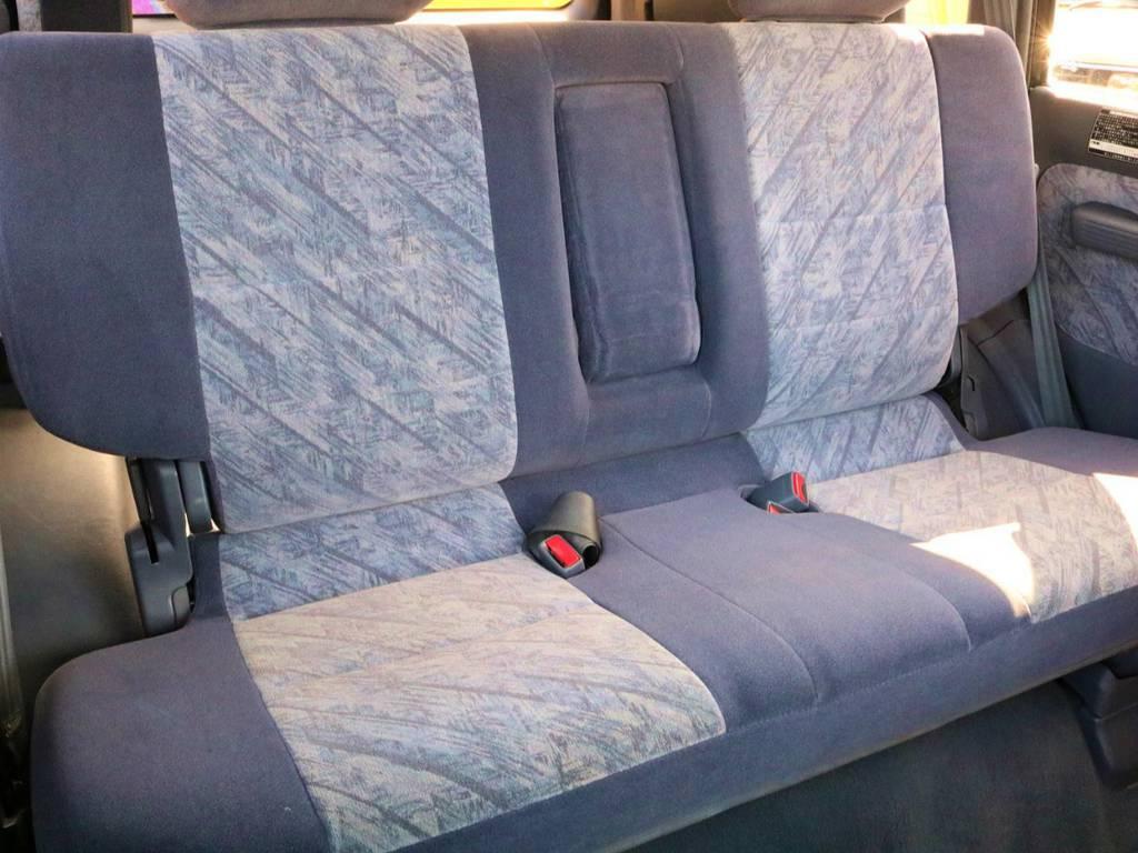 セカンドシートは跳ね上げ式となっております! | トヨタ ランドクルーザープラド 3.0 TZ ディーゼルターボ 4WD クラシックコンプリート