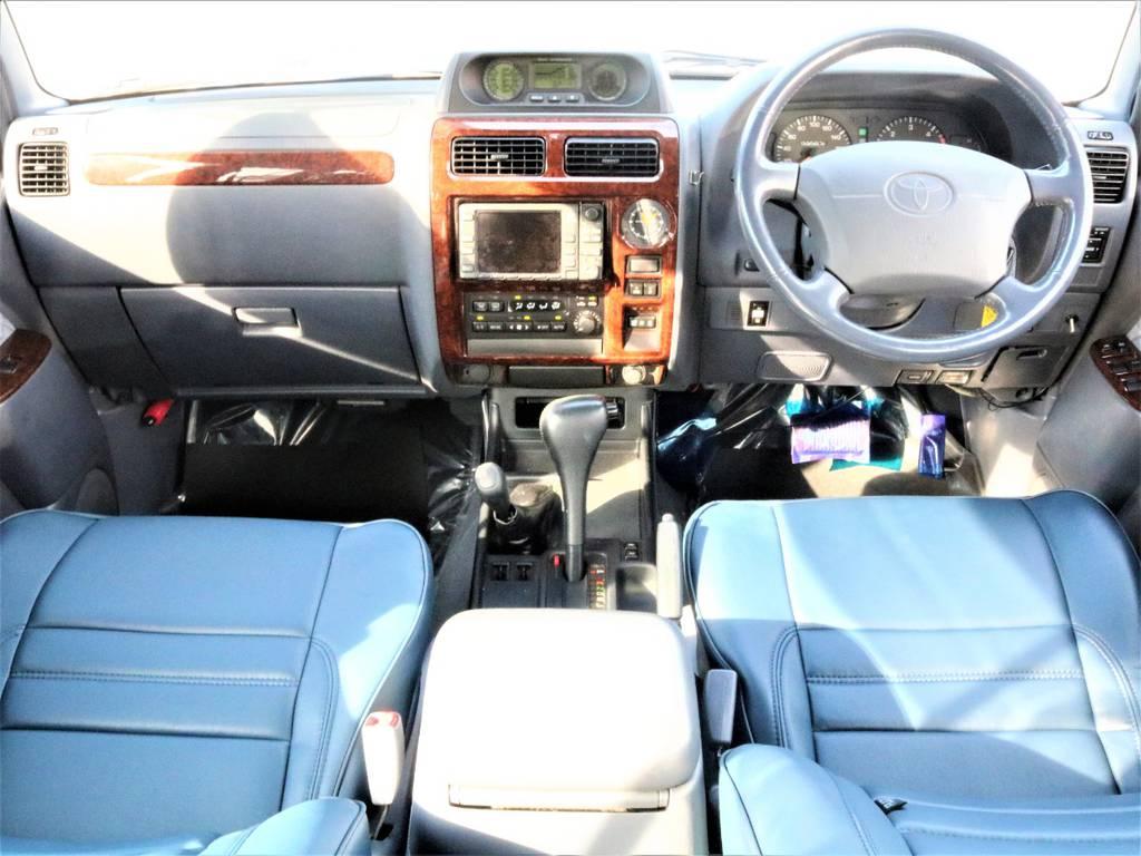 シックな印象のグレー内装です! | トヨタ ランドクルーザープラド 3.0 TZ ディーゼルターボ 4WD クラシックコンプリート