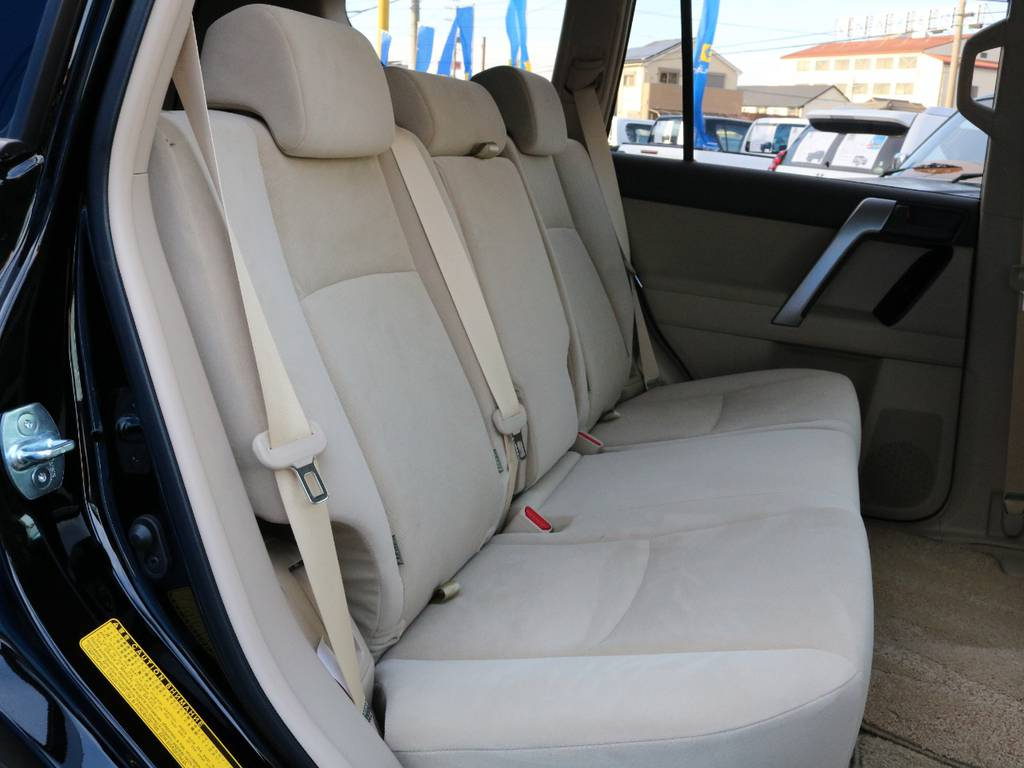 車内に乗りこむと新車のいい香りが!!!!! | トヨタ ランドクルーザープラド 2.8 TX ディーゼルターボ 4WD 5人