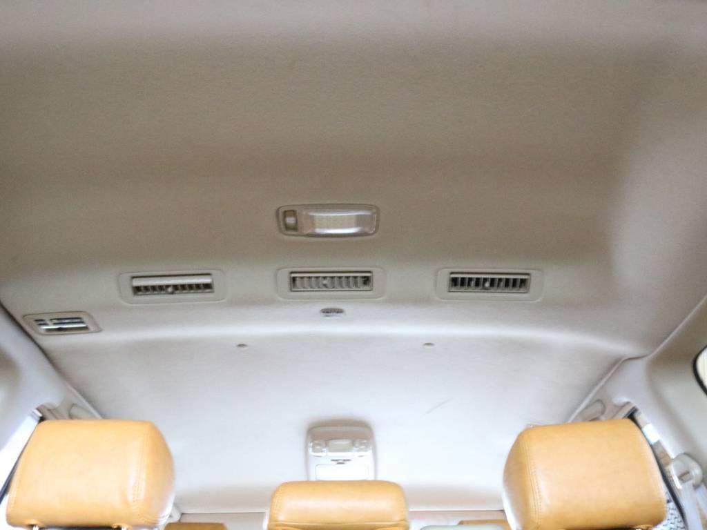 ベージュ色の内張りは、室内が明るく見えます。 | トヨタ ランドクルーザー100 4.7 VXリミテッド 4WD RenocaType106