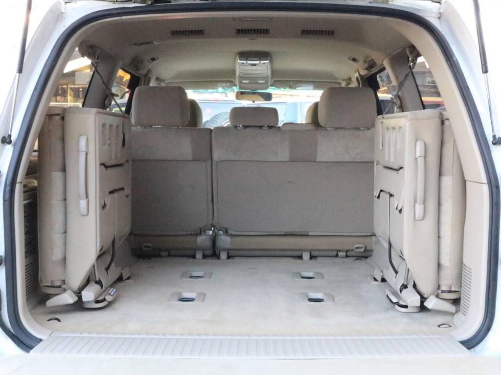 サードシートもレバー一つで取り外し可能です。