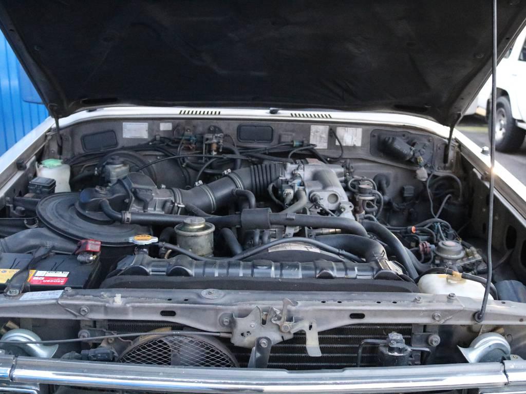 全国登録可能なガソリンエンジンです。エンジンルームも清掃済みですので綺麗な状態です。 | トヨタ ランドクルーザー60 4.0 VX ハイルーフ 4WD フルオリジナル 角目四灯