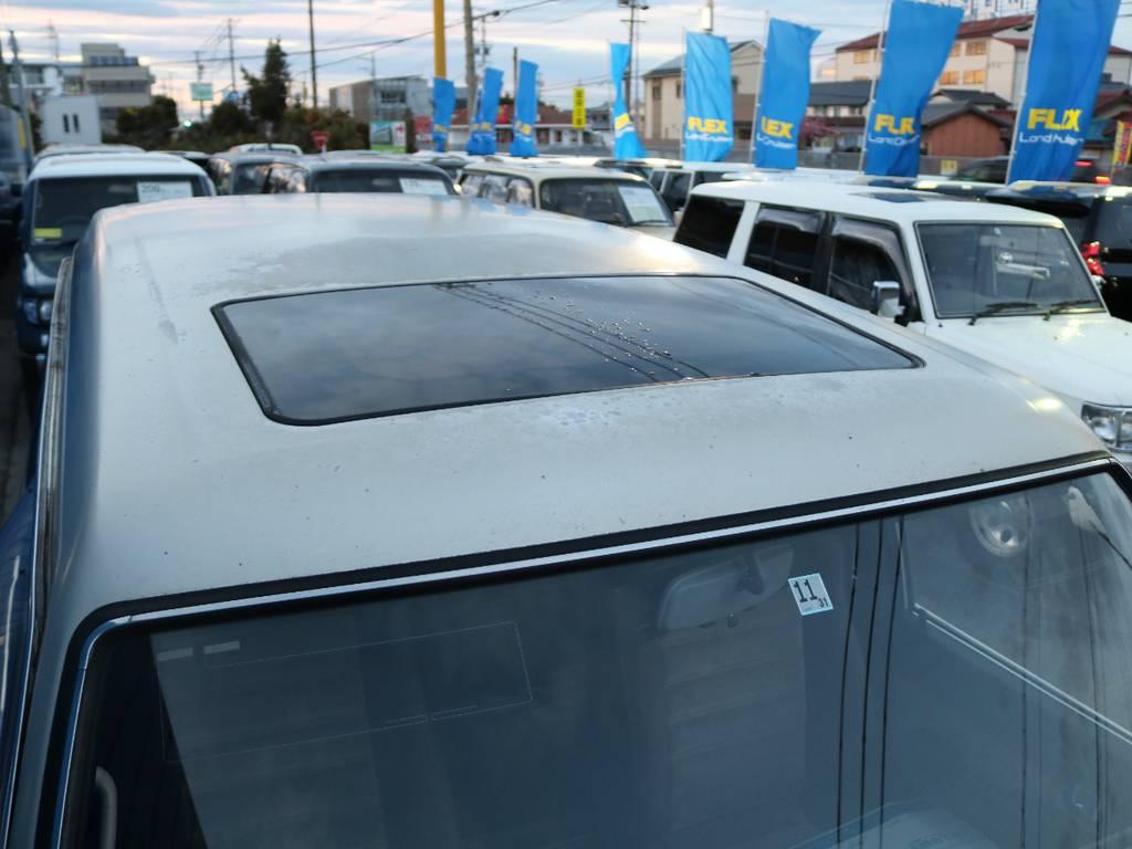 サンルーフも付いておりますので空気の入れ替えがスムーズに出来ます。 | トヨタ ランドクルーザー60 4.0 VX ハイルーフ 4WD フルオリジナル 角目四灯