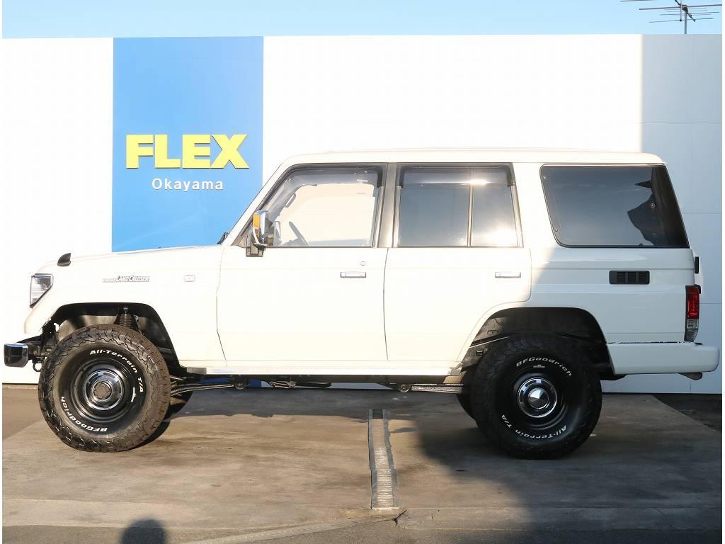 当店の在庫としては珍しく、あえてリアバンパーコーナーもボディ色で塗装しております。 | トヨタ ランドクルーザープラド 3.0 EXワイド ディーゼルターボ 4WD