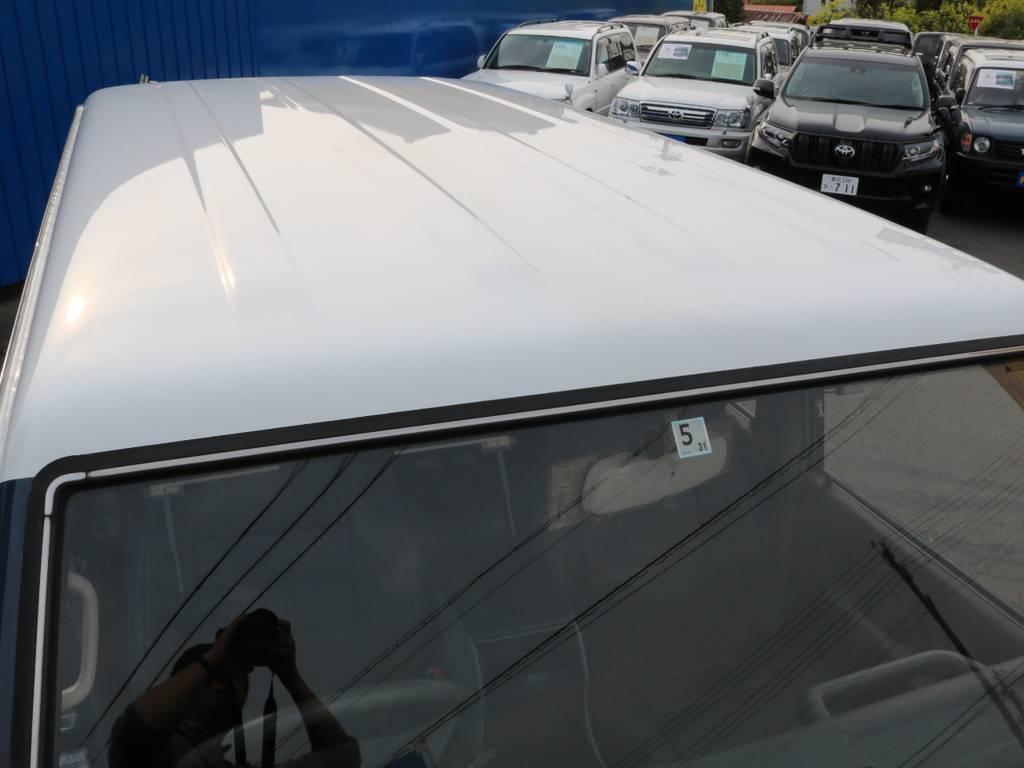 ルーフホワイトの塗分けはとてもオシャレに感じます。 | トヨタ ランドクルーザープラド 3.0 SXワイド ディーゼルターボ 4WD 2インチアップ