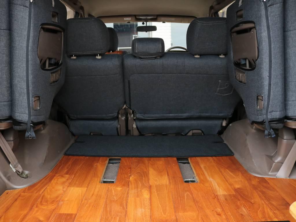 荷室フロアにはフローリング加工がされております。