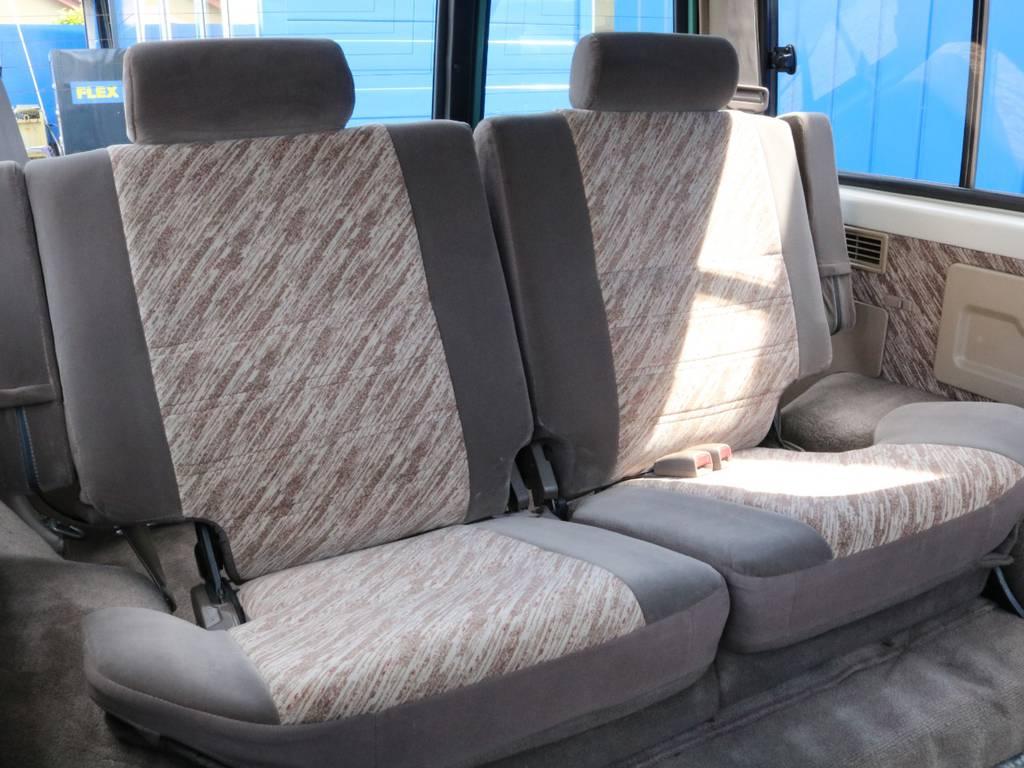 セカンドシートも広々ですよ!   トヨタ ランドクルーザープラド 3.0 SX ディーゼルターボ 4WD