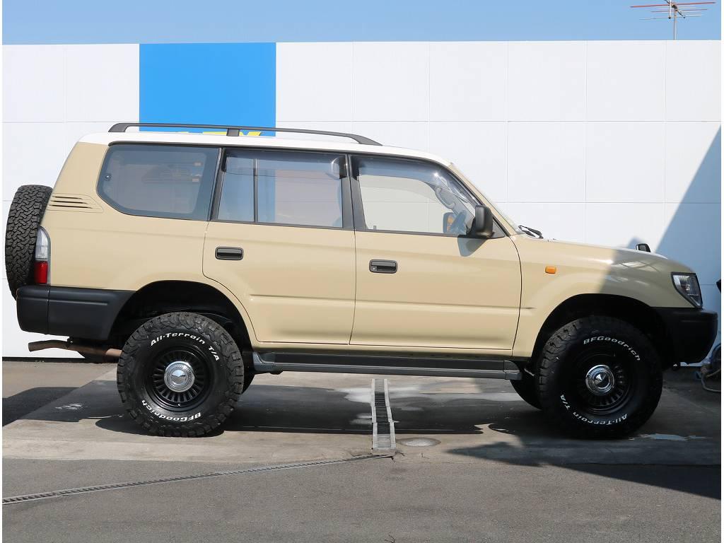 車体サンドベージュ×屋根ホワイトの人気の組み合わせです♪ | トヨタ ランドクルーザープラド 2.7 TX 4WD