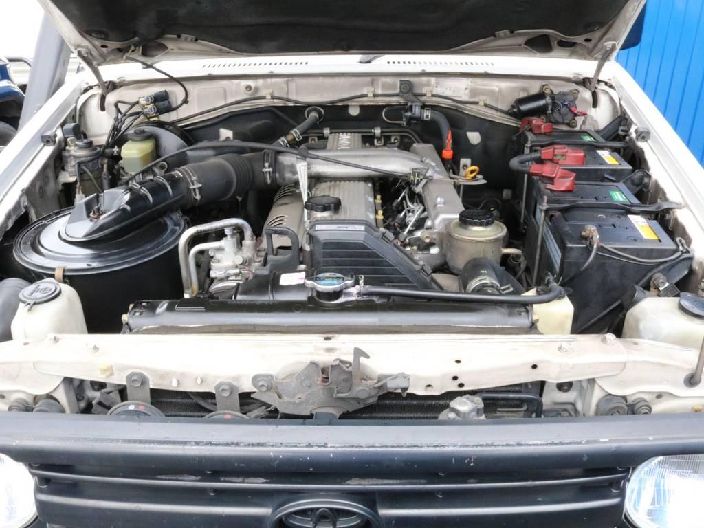 約25万キロを走り抜いて来たエンジンルームを包み隠さずお届けします。