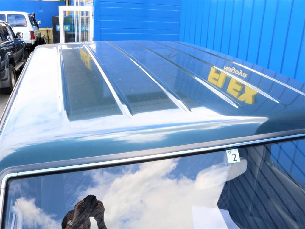屋根・ボンネットとクリア剥げが多い中、綺麗な塗装を保っています。