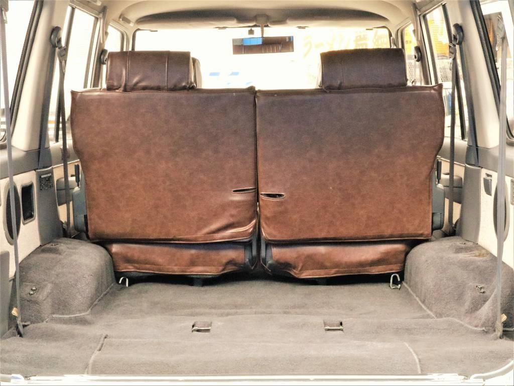 サードシートを外すと4ナンバー登録可能です!サードシートを取付て5ナンバー8人乗り登録にも変更出来ます。