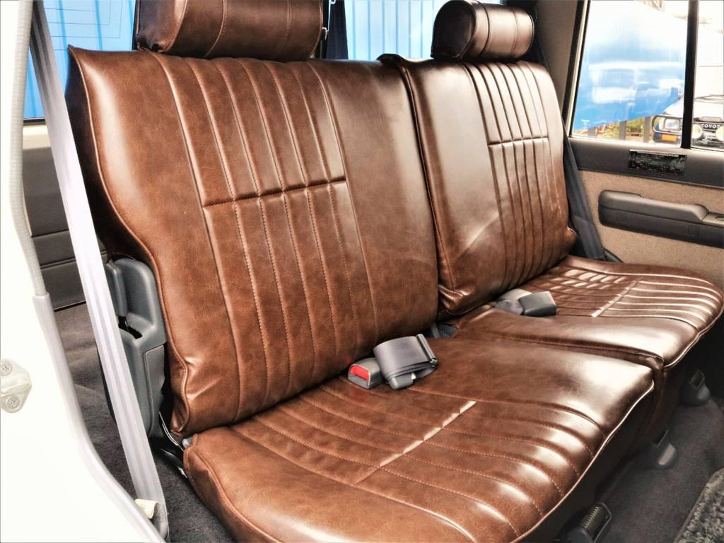 セカンドシートには、チャイルドシートも取付可能です。スライド機能も付いておりますのでランクルの中では快適なお車です!流石プラド!