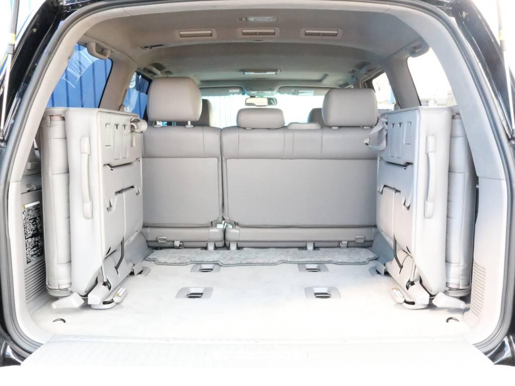3列目シートを跳ね上げれば荷室も広々しております。 | トヨタ ランドクルーザーシグナス 4.7 60thスペシャルエディション 4WD