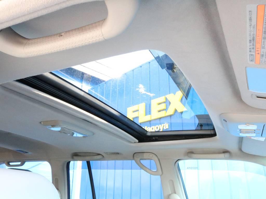 勿論、サンルーフ装備!! | トヨタ ランドクルーザーシグナス 4.7 60thスペシャルエディション 4WD