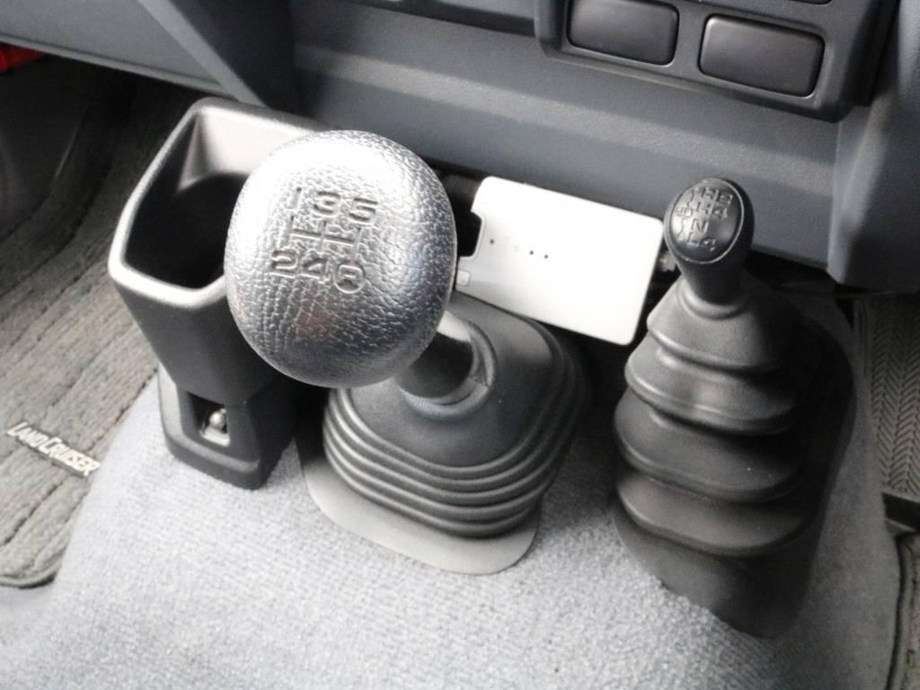 5速M/T車となります。 | トヨタ ランドクルーザー70 4.0 4WD 30thアニバーサリー