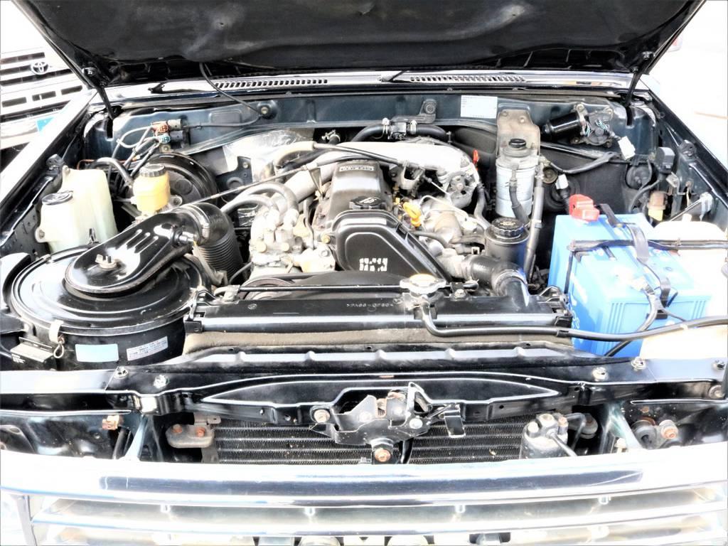 エンジン機関の写真となります。 | トヨタ ランドクルーザープラド 3.0 SXワイド ディーゼルターボ 4WD